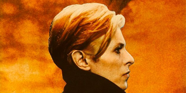 A poster for Nicolas Roeg's 1976 science fiction film 'The Man Who Fell to Earth' starring David Bowie. (Photo by Movie Poste