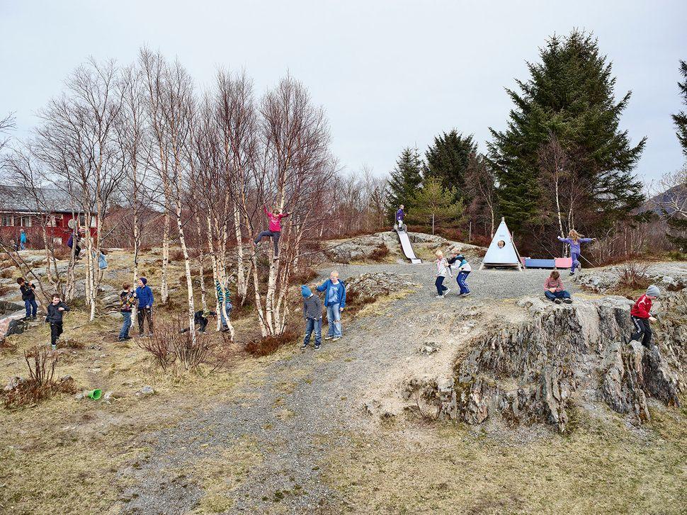 Utheim Skole, Kårvåg, Averøy, Norway