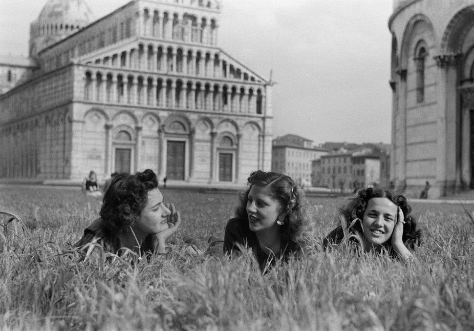 """Three Girls In The Field of Miracles,"" Pisa, 1946 © Federico Patellani - Regione Lombardia / Museo di Fotografia Contemporan"