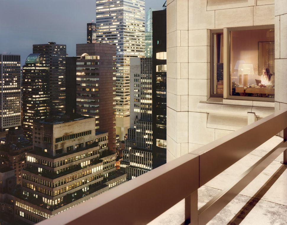 Midtown East, 57 East 57th Street, Into the four Seasons, 2010 (Courtesy Galerie Esther Woerdehoff)