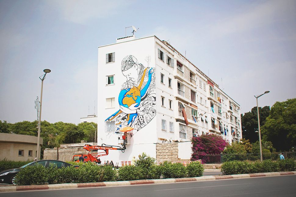 "Abdellatif Farhate, of Casablanca, <a href=""https://www.facebook.com/pages/Kalamour/512238462159717"" target=""_blank"">paints u"