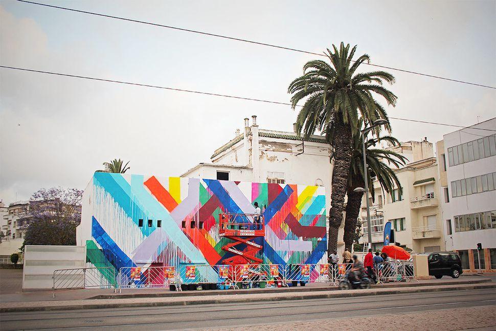 "Ukrainian-American mural artist <a href=""http://www.mayahayuk.com/"" target=""_blank"">Maya Hayuk</a> creates compositions that"