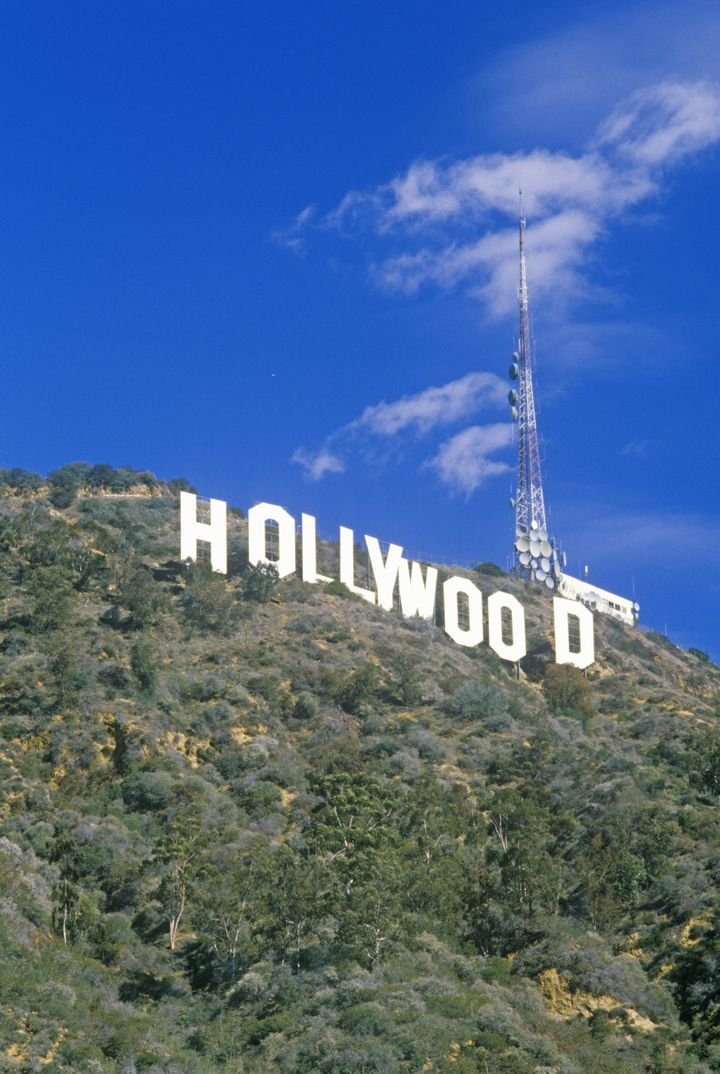 hollywood        sign on...