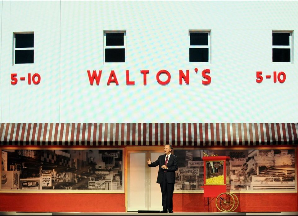Walmart CEO Mike Duke speaks to shareholders at annual meeting.