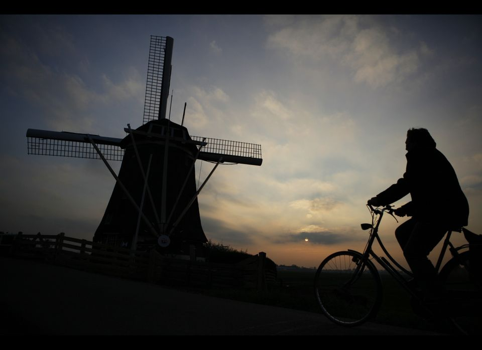 "<a href=""http://www.google.com/publicdata/explore?ds=z8o7pt6rd5uqa6_&met_y=unemployment_rate&idim=country:nl&fdim_y=seasonali"