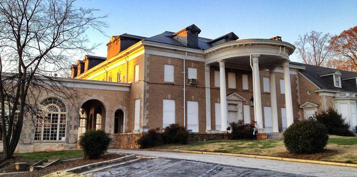 33.789166666667 | 84.340666666667 | description 1 Asa G. Candler, Jr.  Mansion, Druid Hills near Atlanta | date 2011-12-10 |