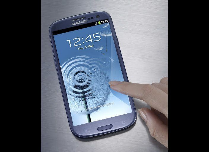 The screen is huge, up from 4.3 inches on the Galaxy S II. A 4.8 inch screen makes it one of the largest displays on a flagsh