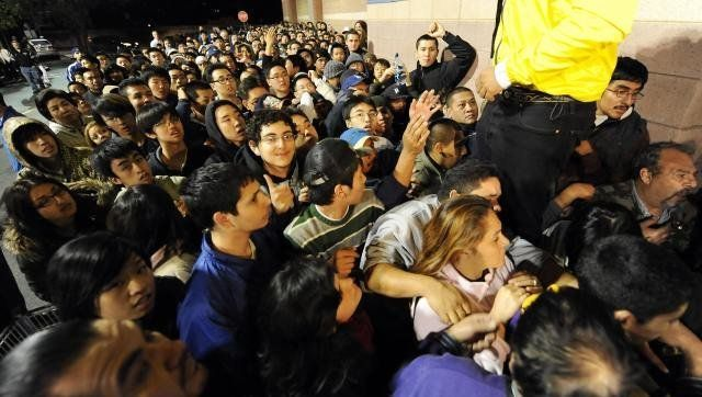 Shoppers wait outside a Best Buy store to open at 5 a.m. on November 28, 2008 in Los Angeles, California, a day after Thanksg