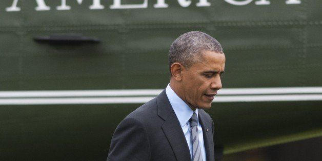 US President Barack Obama walks from Marine One after arriving on the South Lawn of the White House in Washington, DC, Novemb