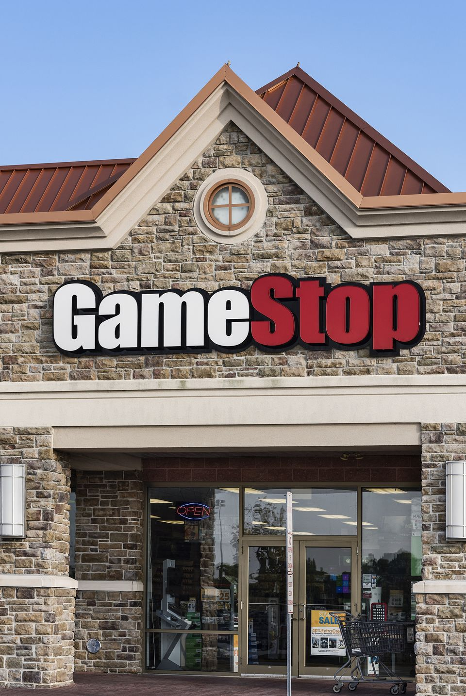 > 2014 seasonal hires: 25,000 > Change from 2013: +8,000 > Total employees: 17,000 > U.S. stores: 4,467   Video game retailer
