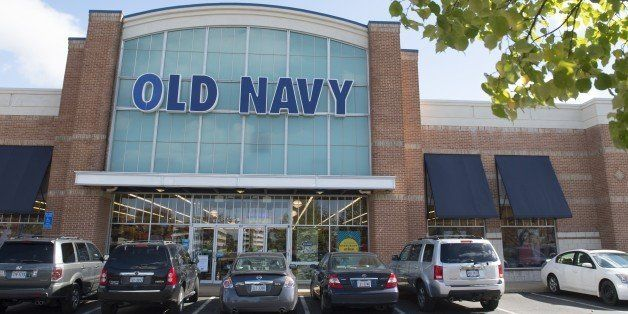 An Old Navy clothing store is seen in Springfield, Virginia, October 23, 2014. AFP PHOTO / Saul LOEB        (Photo credit sho