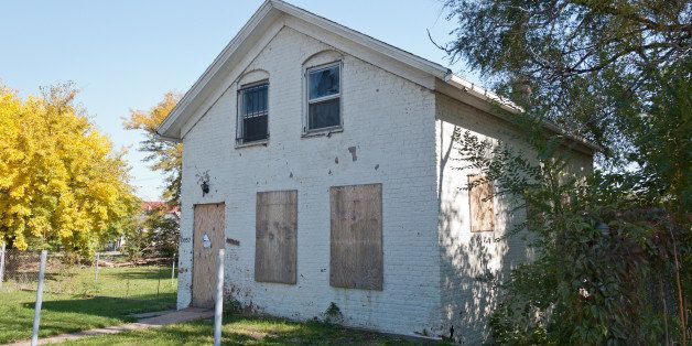 10057 S. Michigan Avenue, on the main street of Roseland, is a vacant single-family home, one of the many scars of the forecl