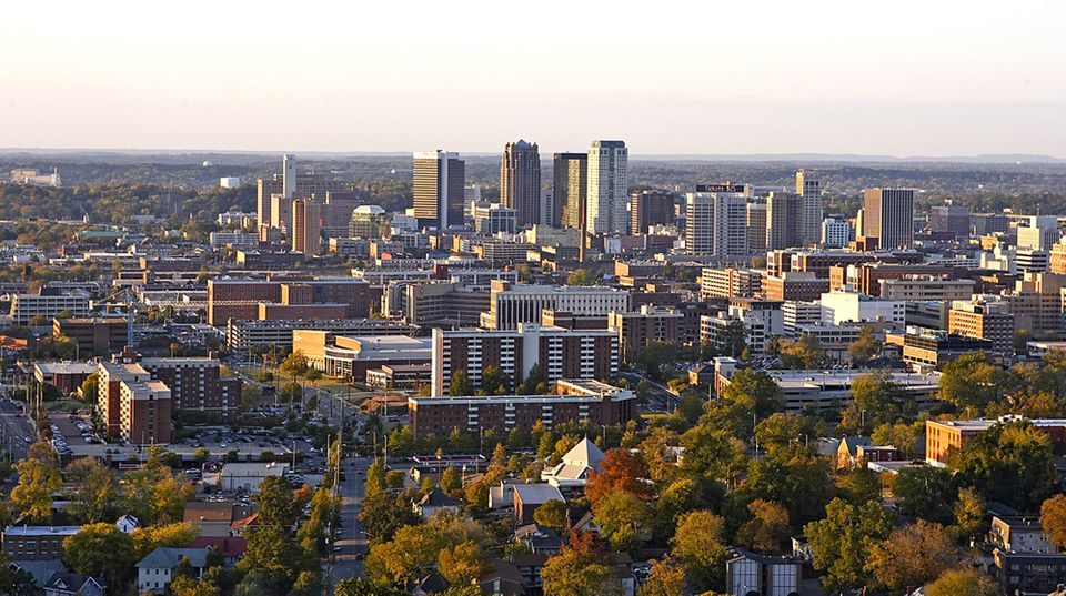 10. Alabama > Debt per capita: $1,804 (7th lowest) > Credit Rating (S&P/Moody's): AA/Aa1 > 2013 unemployment rate: 6.5% (18th