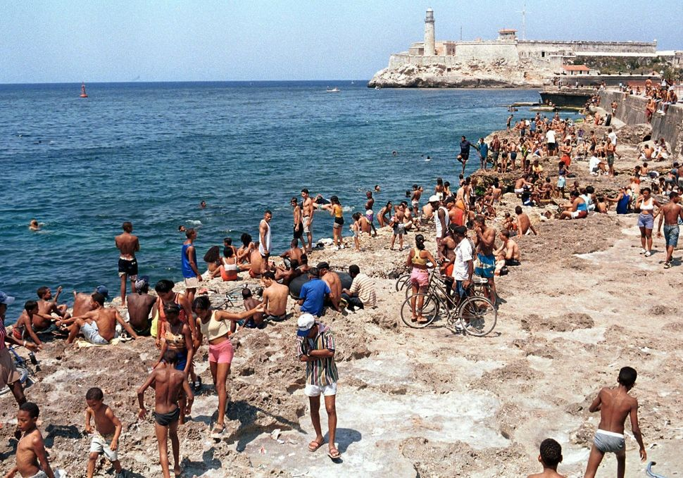 1999 - Hundreds of Cubans are gathered on the waterfront of Havana during a school break. A majority of Havana residents opt