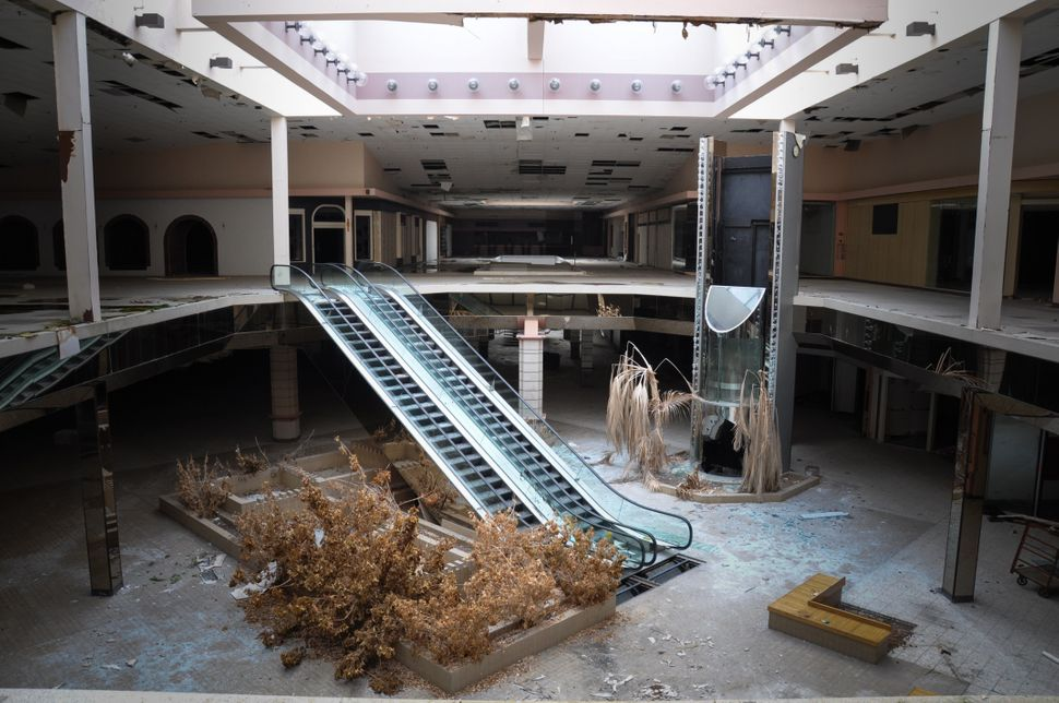 A photo of Rolling Acres Mall taken in 2012/2013.