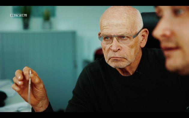 Günter Wallraff und einer seiner Mitarbeiter, der sich als Immobilienmakler