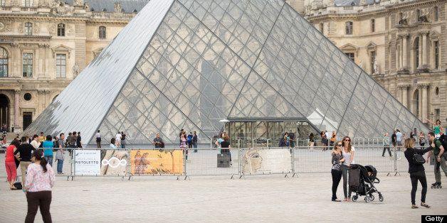 PARIS, FRANCE - JUNE 20:  Model Gisele Bundchen and her sister Rafaela Bundchen are sighted near the 'Louvre' museum on June