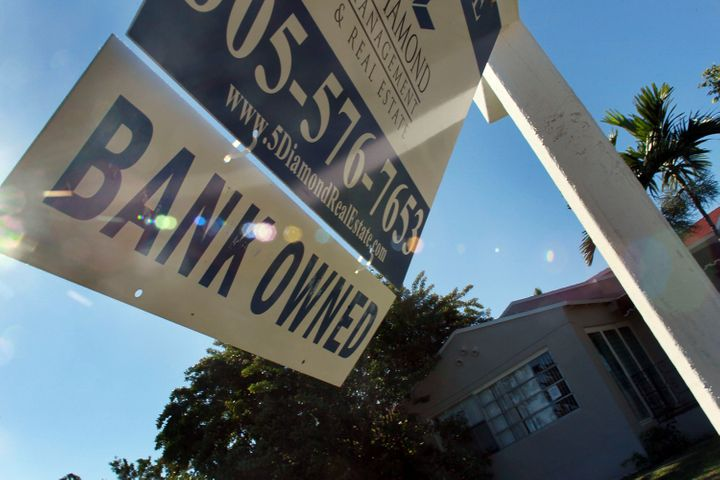 Banks Continue 'Robo-Signing' Foreclosure Practices In Spite