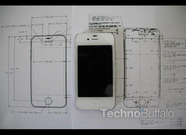"The iPhone 4S is pictured in the center between a blueprint of the iPhone 4 and the <a href=""http://www.technobuffalo.com/com"