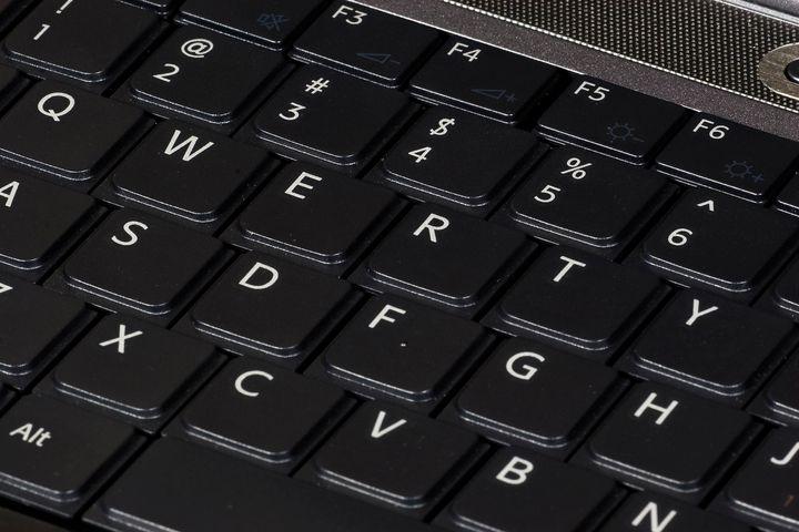 Description QWERTY keyboard, on 2007 Sony Vaio laptop computer. Le clavier QWERTY d'un ordinateur portable Sony fr:VAIO | Vai