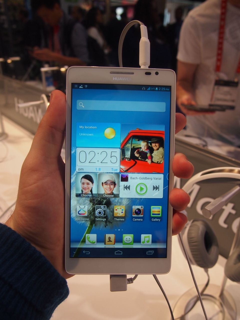 "Move over, Galaxy Note: Huawei debuted the Ascend Mate, an Android device that now <a href=""https://www.huffpost.com/entry/as"