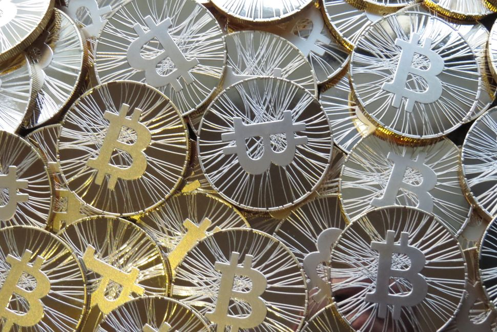 """<a href=""""http://www.newyorker.com/online/blogs/elements/2013/04/the-future-of-bitcoin.htm"""" target=""""_blank"""">In 2009, an anonym"""