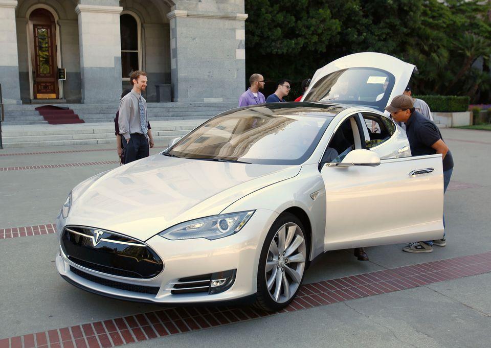 Tesla Model S Love score: 852
