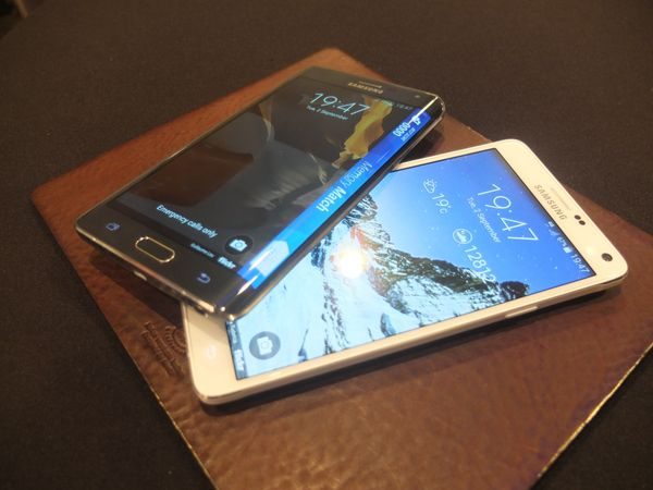 Here you can see the Note 4 compared to the Note Edge, on top.