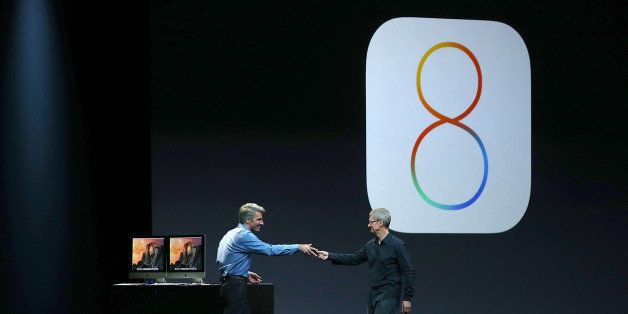 SAN FRANCISCO, CA - JUNE 02:  Apple Senior Vice President of Software Engineering Craig Federighi (L) and Apple CEO Tim Cook