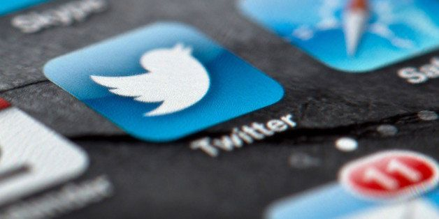 ARCHIVO - En esta foto del 2 de febrero de 2013, se observa el logo de Twitter en la pantalla de un smartphone en Berlin, Ale