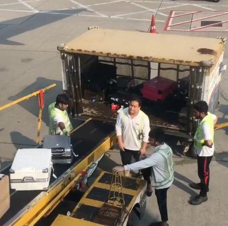 Passagierin filmt, wie dreist Fluhafenpersonal mit dem Gepäck