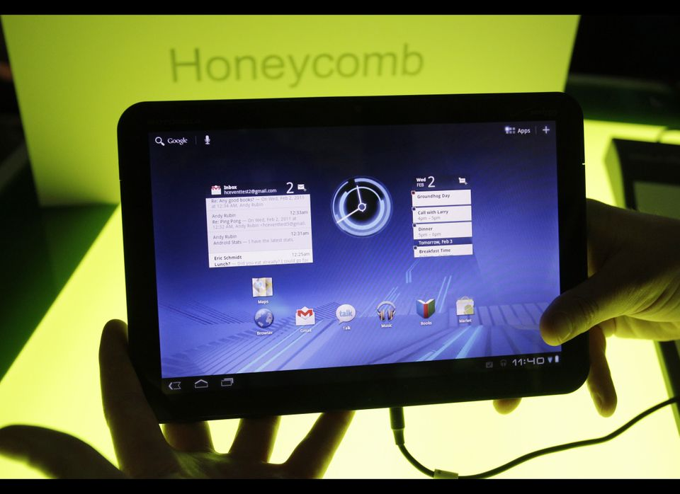 """In a <a href=""""http://ptech.allthingsd.com/20110223/motorolas-xoom-starts-tablet-wars-with-ipad/"""" target=""""_hplink"""">review</a>"""