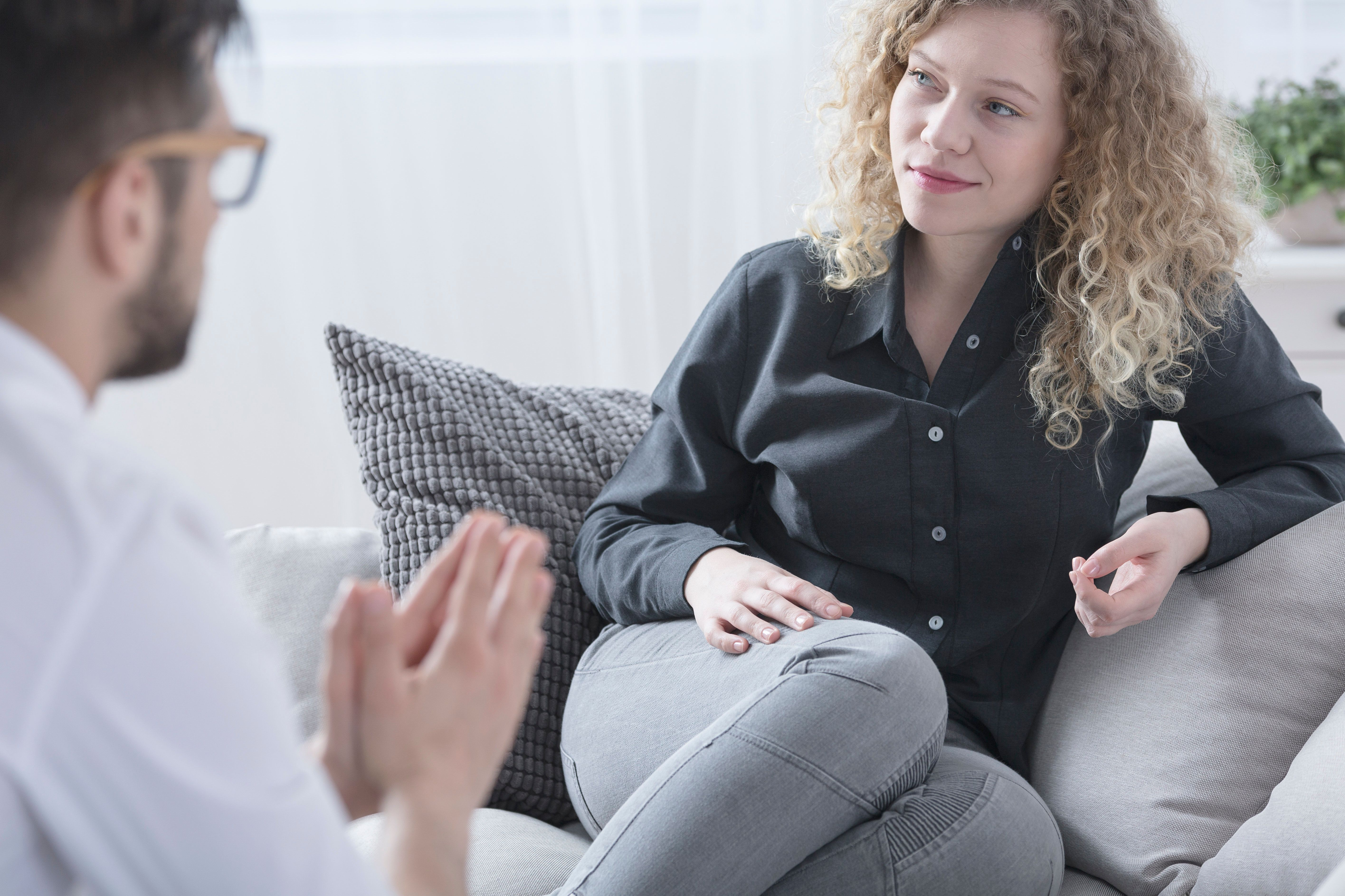 6 Ways Your Therapist Knows You're Not Telling The Whole