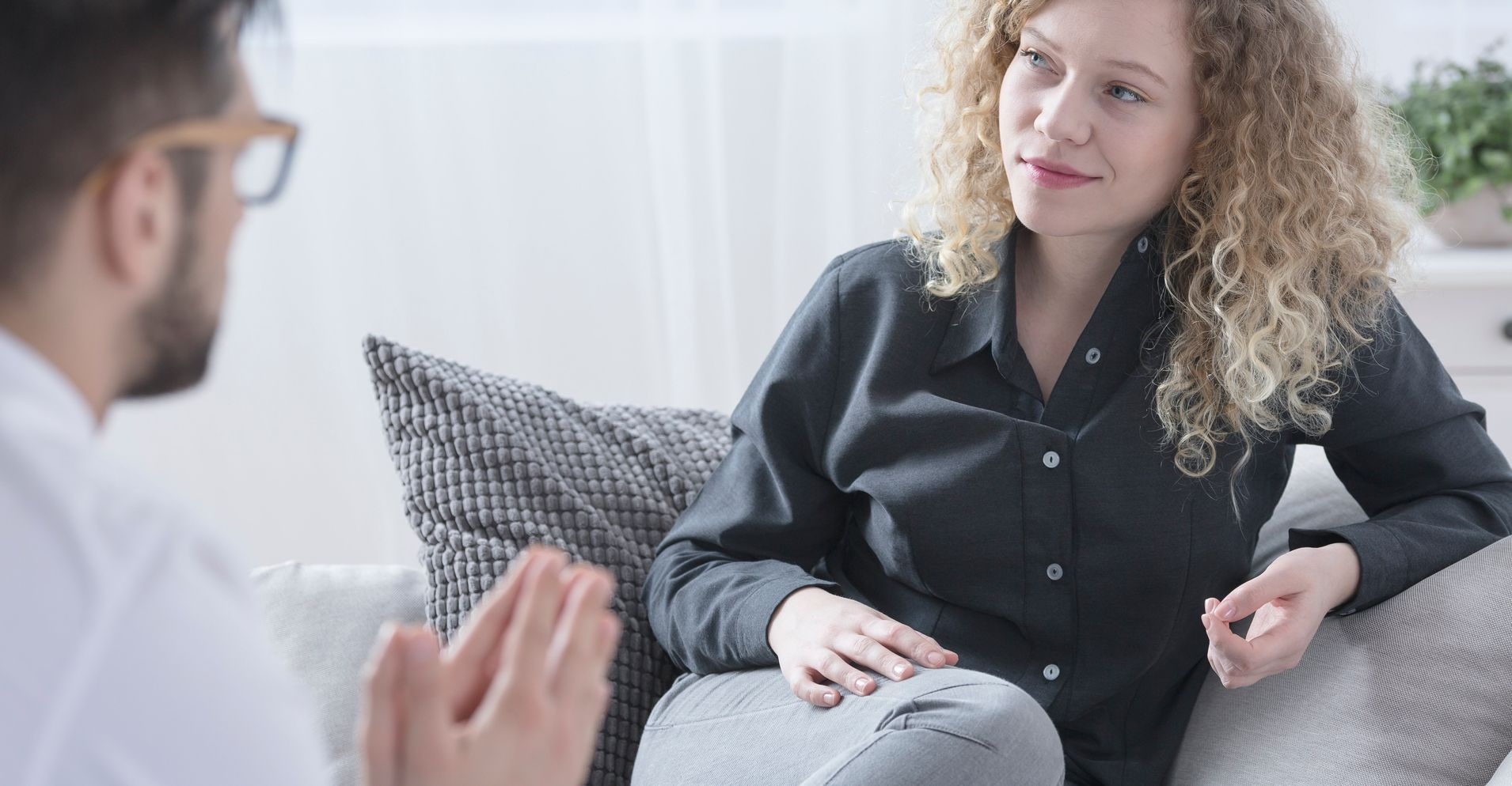 6 Ways Your Therapist Knows You're Not Telling The Whole Truth