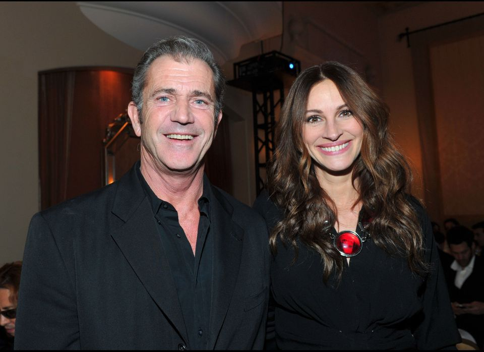 LOS ANGELES, CA - JANUARY 14:  Actors Mel Gibson (L) and Julia Roberts attend the Cinema For Peace event benefitting J/P Hait