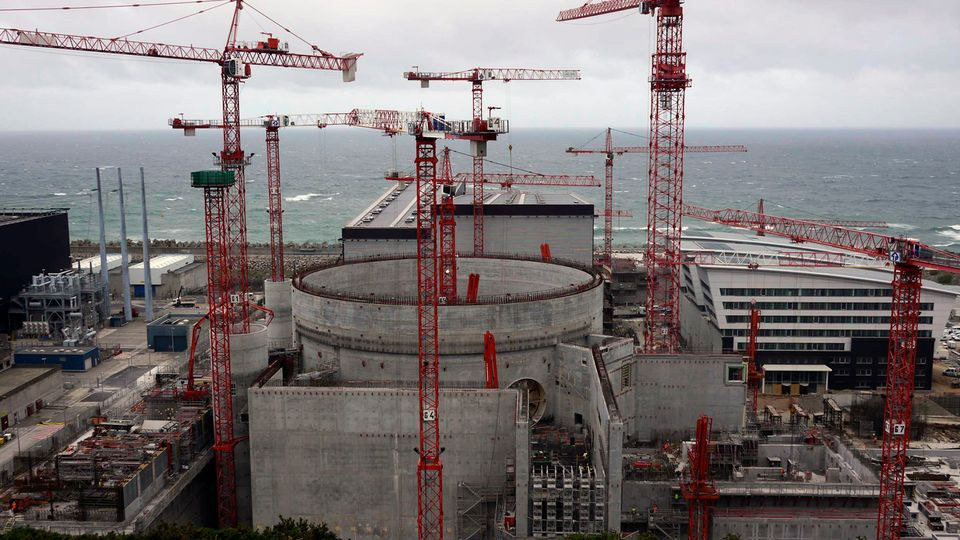 <em>France Reactor Construction</em>. Image Courtesy of Robert Stone Productions.