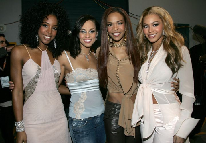 LAS VEGAS - DECEMBER 08:  Singers Kelly Rowland, musician Alicia Keys and singers Michelle Williams and Beyonce Knowles are s