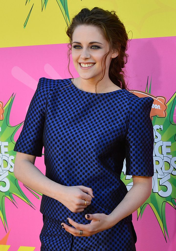 LOS ANGELES, CA - MARCH 23:  Actress Kristen Stewart arrives at Nickelodeon's 26th Annual Kids' Choice Awards at USC Galen Ce
