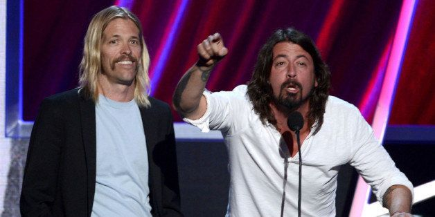 LOS ANGELES, CA - APRIL 18:  (L-R) Presenters Taylor Hawkins and Dave Grohl of Foo Fighters speak  on stage at the 28th Annua