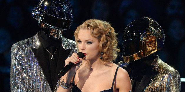 NEW YORK, NY - AUGUST 25:  Musician Taylor Swift accepts an award from Daft Punk during the 2013 MTV Video Music Awards at th