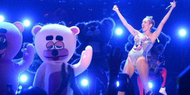 NEW YORK, NY - AUGUST 25:  Miley Cyrus performs onstage during the 2013 MTV Video Music Awards at the Barclays Center on Augu