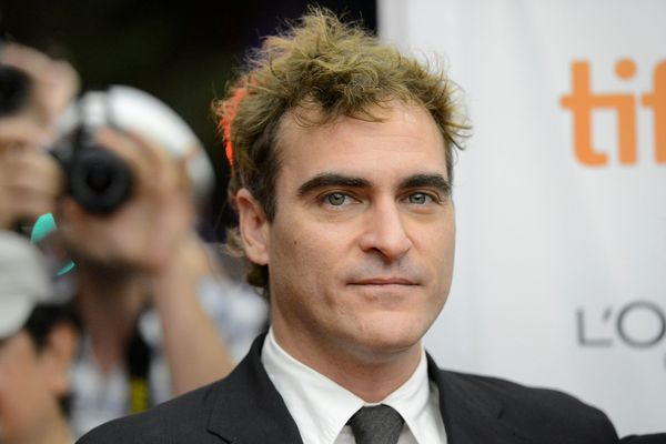 "At one point considered the frontrunner for 2012's ""The Master,"" Joaquin Phoenix seemed to puncture his Oscar gumption when <"