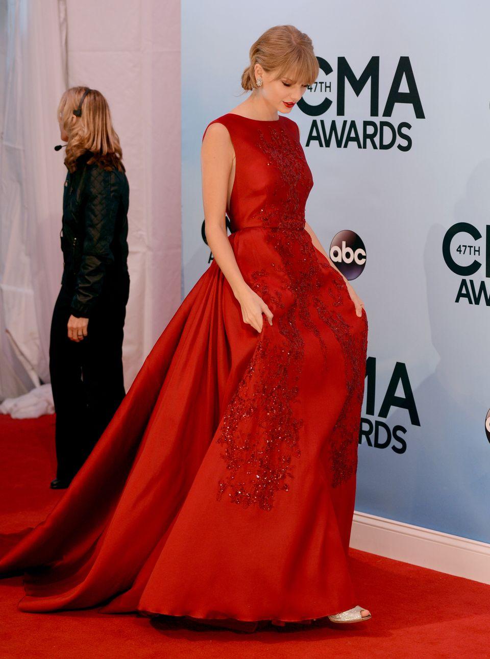 Taylor Swift arrives at the 47th annual CMA Awards at Bridgestone Arena on Wednesday, Nov. 6, 2013, in Nashville, Tenn. (Phot