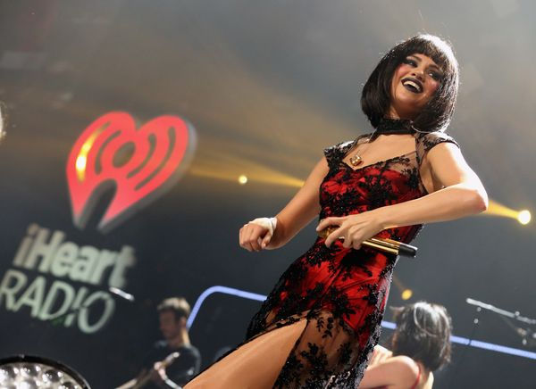Sound problems rattled Selena Gomez at the Los Angeles Jingle Ball concert on Dec. 6. The 21-year-old singer's microphone mal