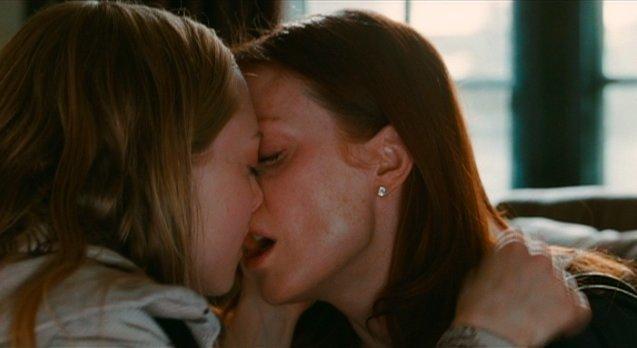 Amanda seyfried chloe straight sex scene