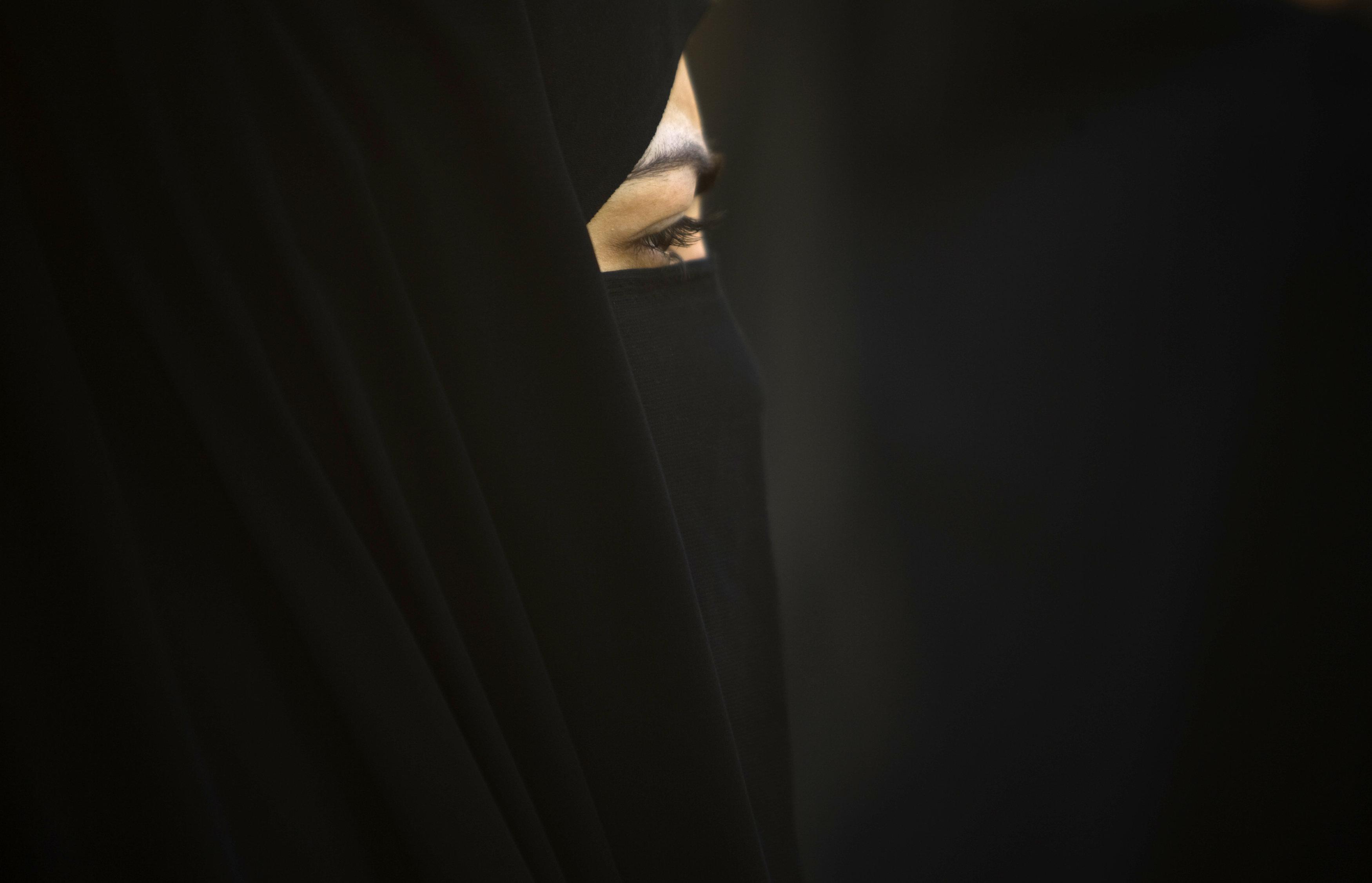 Σύζυγος στα 15, θύμα βιασμών έως τα 17. Η ιστορία της Ζεϊνάμπ από το Ιράν που εκτελέστηκε σε ηλικία 24
