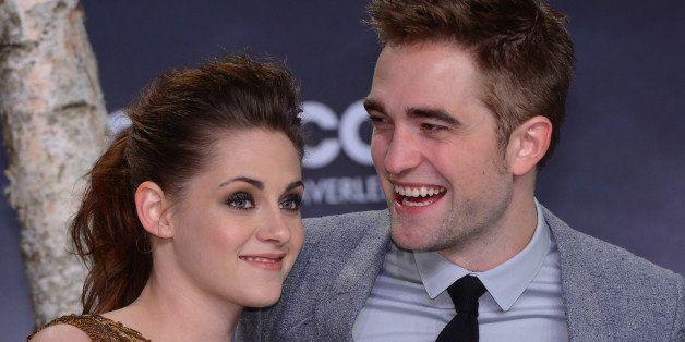 US actress Kristen Stewart (L) and British actor Robert Pattinson pose prior the premier of 'The Twilight Saga: Breaking Dawn