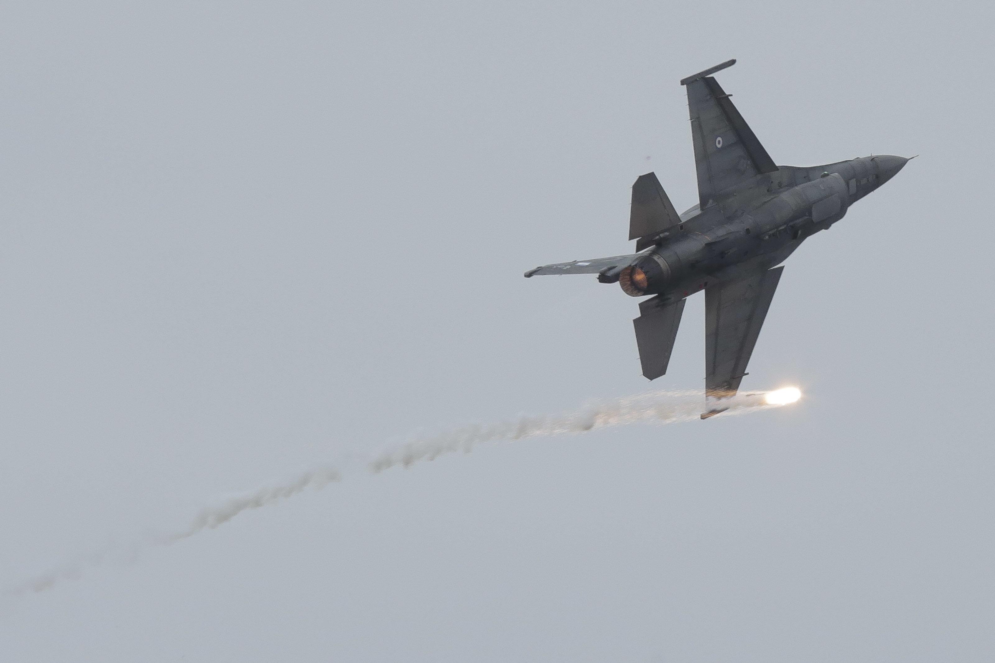 Διαμαρτυρία της αντιπολίτευσης στην Κύπρο για υπερπτήσεις ελληνικών F-16 στα κατεχόμενα κατά την διάρκεια...