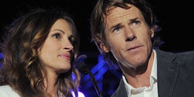 Julia Roberts, at left, and Danny Moder are honored at Heal The Bay's Bring Back the Beach Gala, Thursday, May 17, 2012, at T