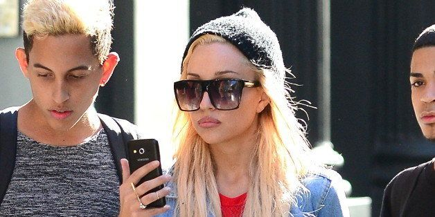 NEW YORK, NY - OCTOBER 06:  Actress Amanda Bynes is seen with friends in Soho on October 6, 2014 in New York City.  (Photo by